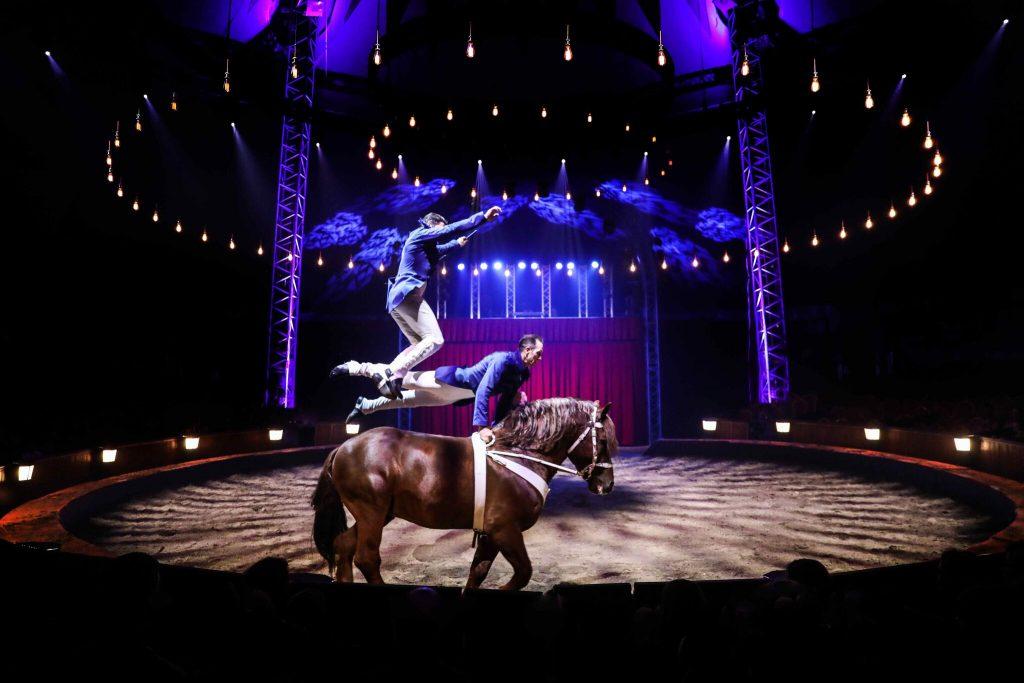 spectacle pour enfants avec des chevaux cirque Alexis Gruss Origines