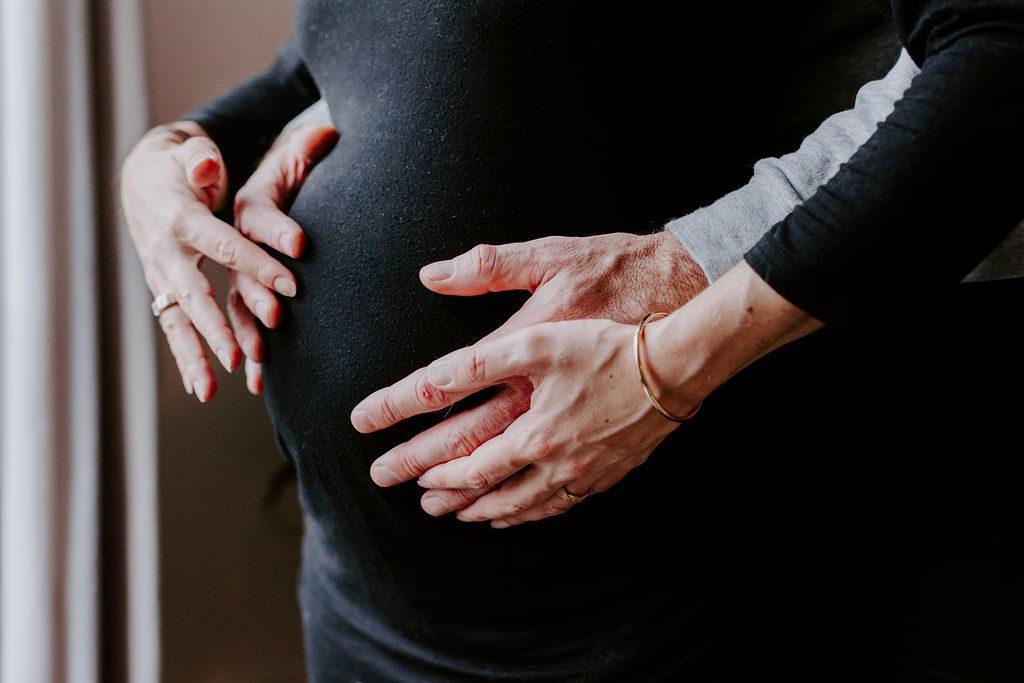 Seance photographe grossesse à Paris et Nouveau Né naissance